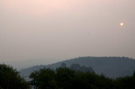 No dia seguinte, 30 de Agosto, a nuvem de fumo ainda encobria o sol matinal
